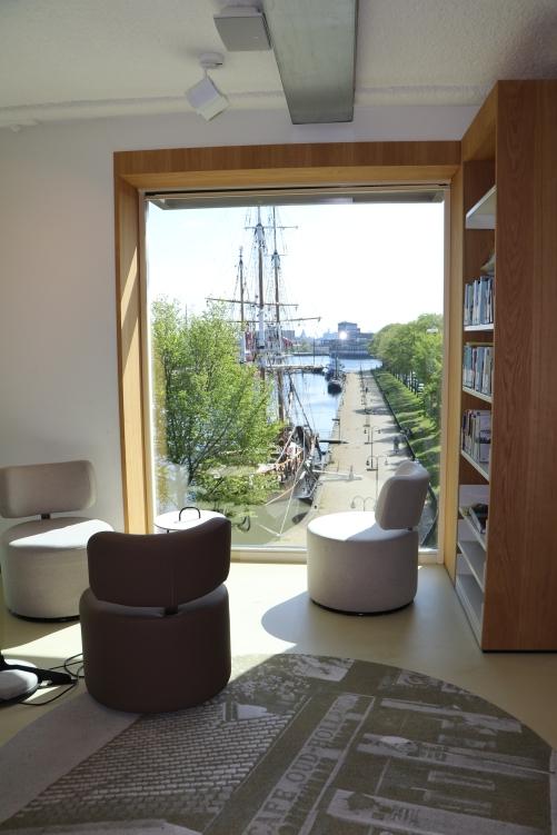 Sitzecke mit Blick auf den Hafen