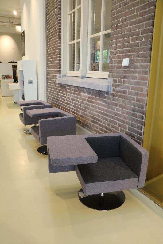 Sitzmöbel im Eingangsbereich der School 7
