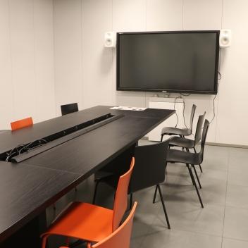 Technisch voll ausgestattete Räume für Arbeitsgruppen stehen ebenfalls zur Verfügung.